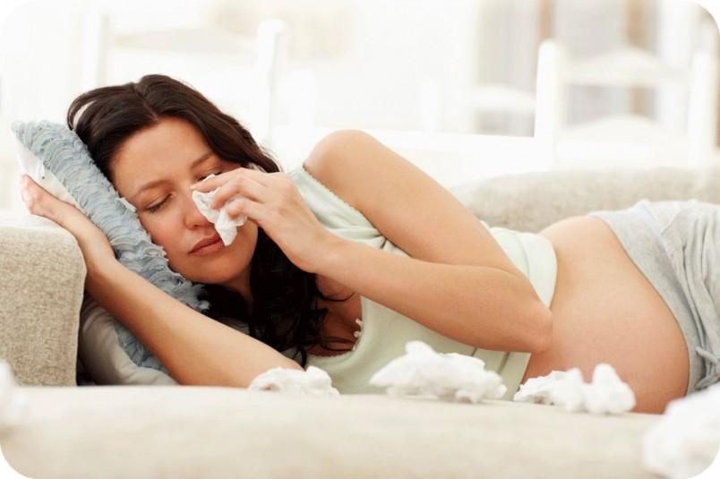 При беременности не рекомендуется болеть, если будущая мамочка все таки простудилась, необходимо в быстрые сроки избавится от простуды.
