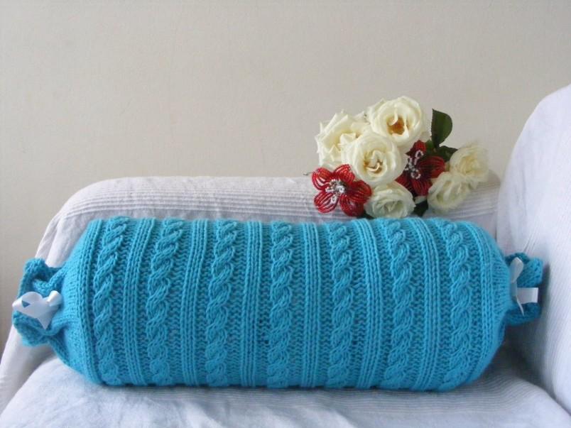 Подушка сделанная своими руками станет отличным подарком на любой праздник.
