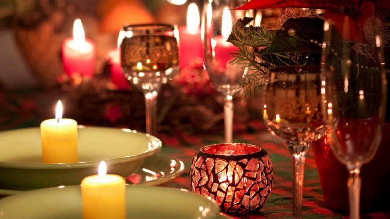 Приготовьте вкусный ужин, откройте бутылочку хорошего вина и проведите вечер вдвоем с любимым, вспоминая ваше прекрасное прошлое.