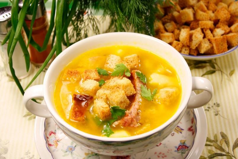 Гороховый суп с копченостями не только очень вкусный, но и очень полезный.