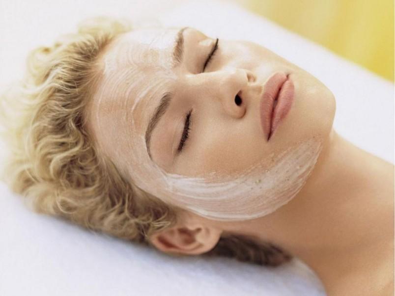 Для омолаживания лица и упругости кожи делайте маску с яичным белком.
