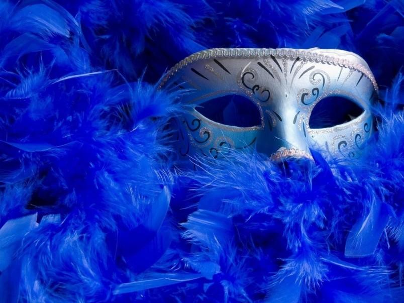 Для веселого и запоминающегося Нового Года устройте маскарад. Маски можно смастерить своими руками.