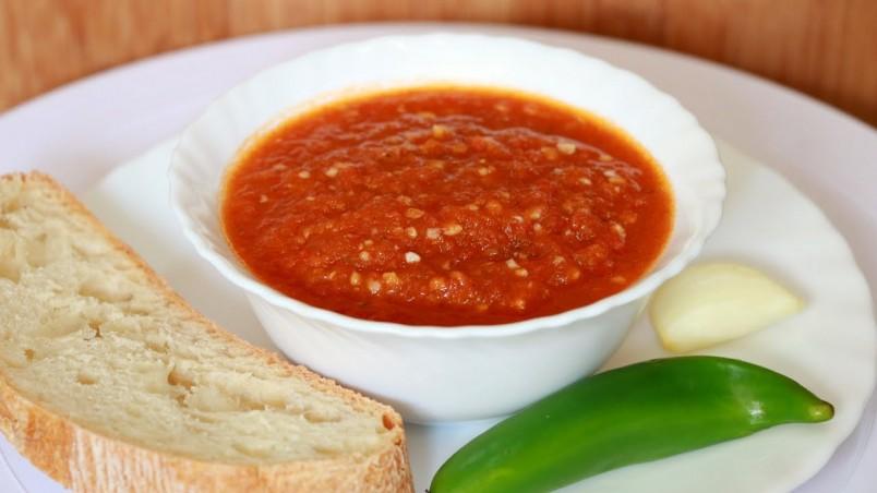 Аджика является популярным острым соусом среди хозяек.