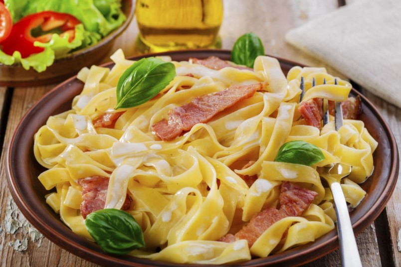 Паста Карбонара является одним из любимых блюд итальянцев.