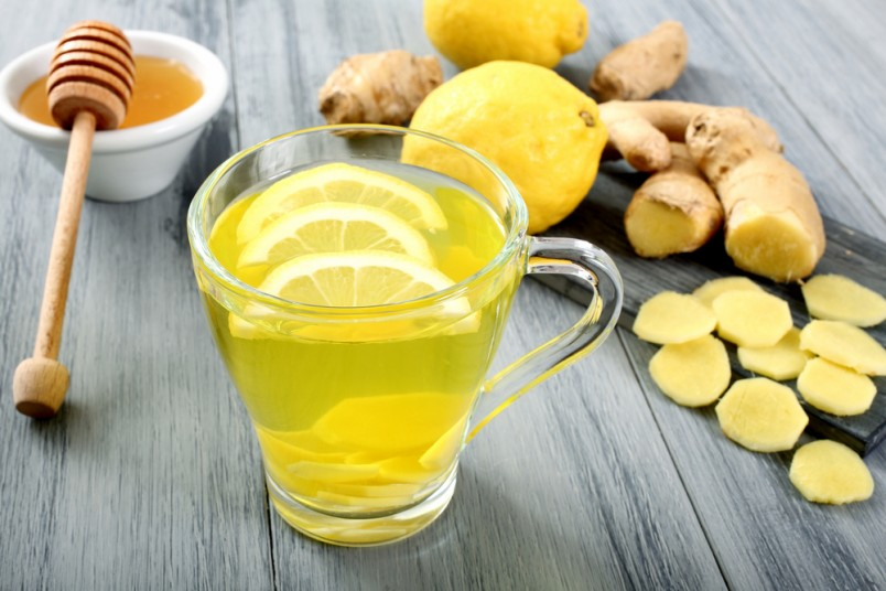 Чай с лимоном, медом и имбирем станет отличным помощником при укреплении иммунитета.