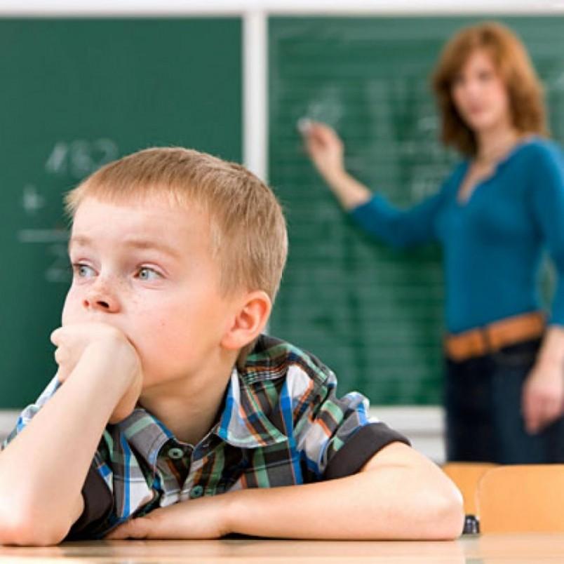 Синдром дефицита внимания проявляется в невнимательности ребенка.