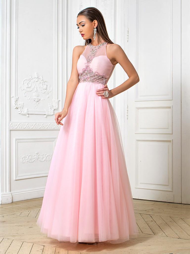 Основное правило при выборе платья заключается в том, чтобы ваш наряд ни в коем случае не затмевал наряд невесты.