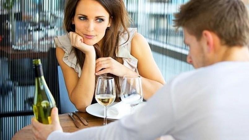 Общайтесь с парнем на нейтральные темы, например, разузнайте о его семье и друзьях.