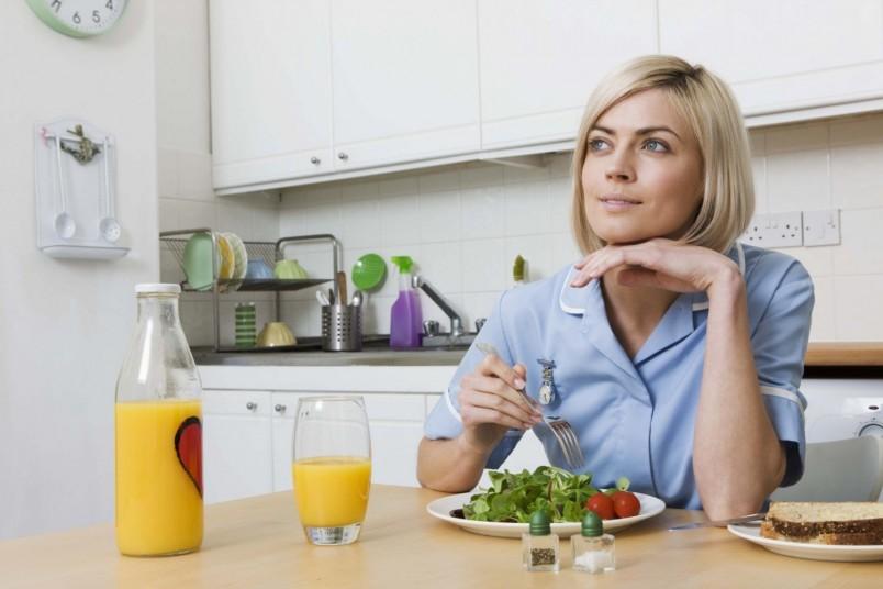Диета минус 60 позволяет употреблять макароны, картошку и рис. Только кушать эти продукты нельзя с белками.