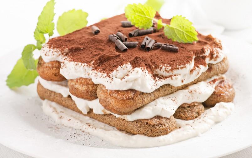 Порадуйте своих родных и близких вкуснейшим десертом тирамису, приготовленным своими руками.