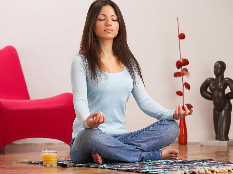 При медитации вы должны абстрагироваться от всего и воссоединиться с изливающимися волшебными звуками мантры.