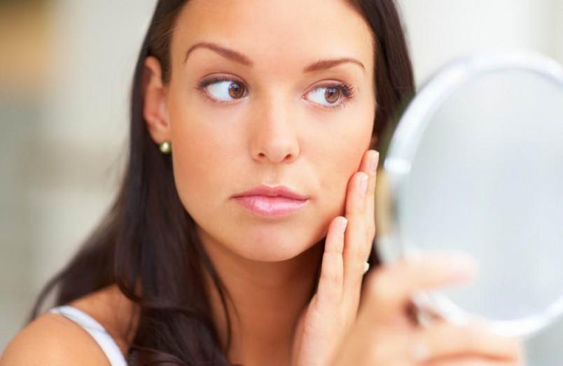 Прежде чем лечить угревую сыпь, необходимо выяснить причину ее появления.