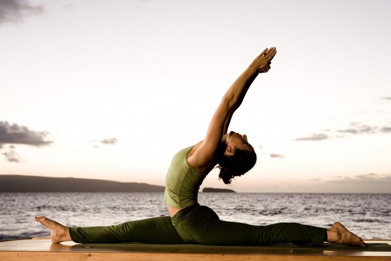 Перед тем как сесть на продольный шпагат необходимо хорошенько разогреть мышцы.