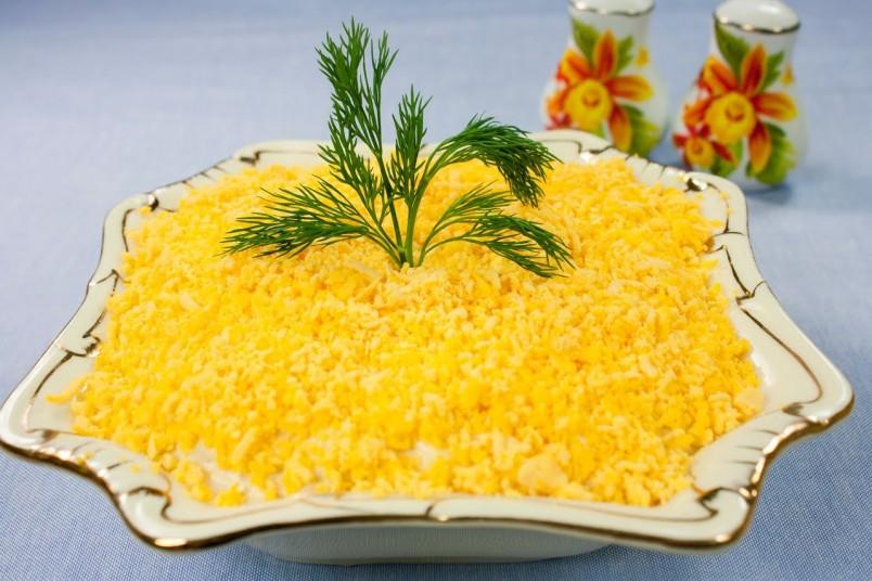 Для того чтобы салат получился вкусным и красивым, при приготовлении выполняйте все рекомендации и правила.