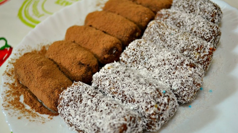 Для украшения пирожных вы можете использовать кокосовую стружку или шоколадную крошку.
