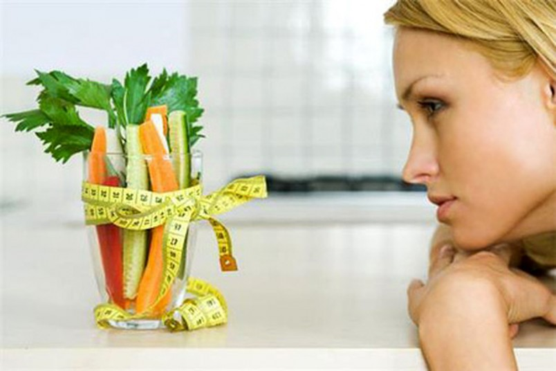 Сидя на строгой диете люди, как правило, становятся злыми и раздражительными. Именно это отличает диеты от правильного питания.
