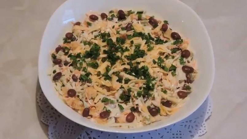 Чеснок добавляет блюду пикантности и яркости.