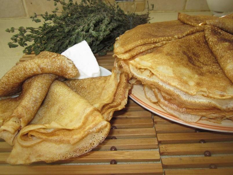 Блинчики на кефире отлично подойдут к завтраку.