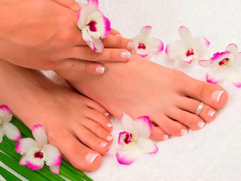 Также для красоты ножек можно использовать кисломолочные продукты. Они смягчают кожу ног и предотвращают появление трещин.