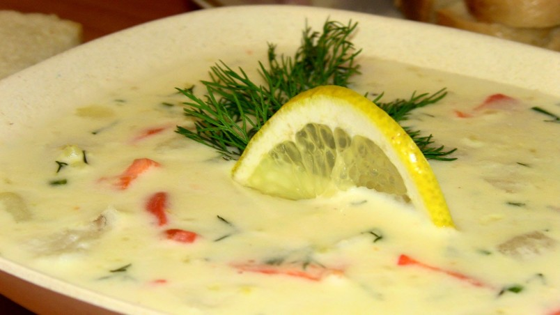 Для любителей морепродуктов можно добавить в суп креветки или филе форели.