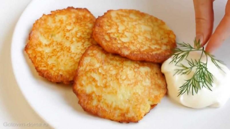 Порадуйте своих близких и родных вкусными картофельными драниками.