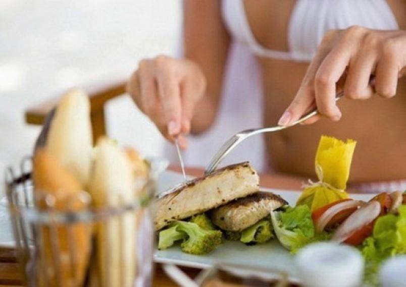 Для развития мышц, рекомендуется употреблять полезные белки.