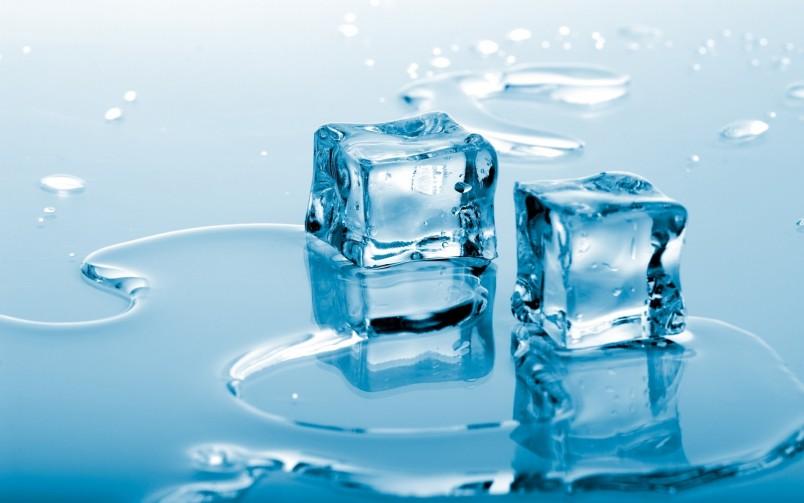 Лед снимет боль на некоторое время.  Но будьте крайне осторожны, не рекомендуется делать ледяные компрессы очень часто.