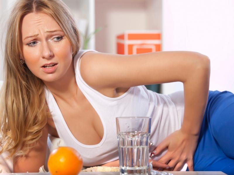 Если у вас болит живот, наблюдается рвота и головокружение - это могут быть симптомы отравления.