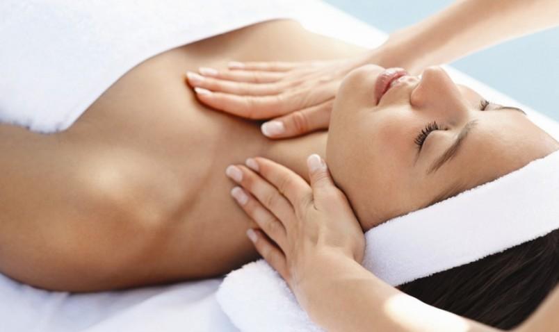 Массаж улучшает кровоток, что способствует увеличению груди.