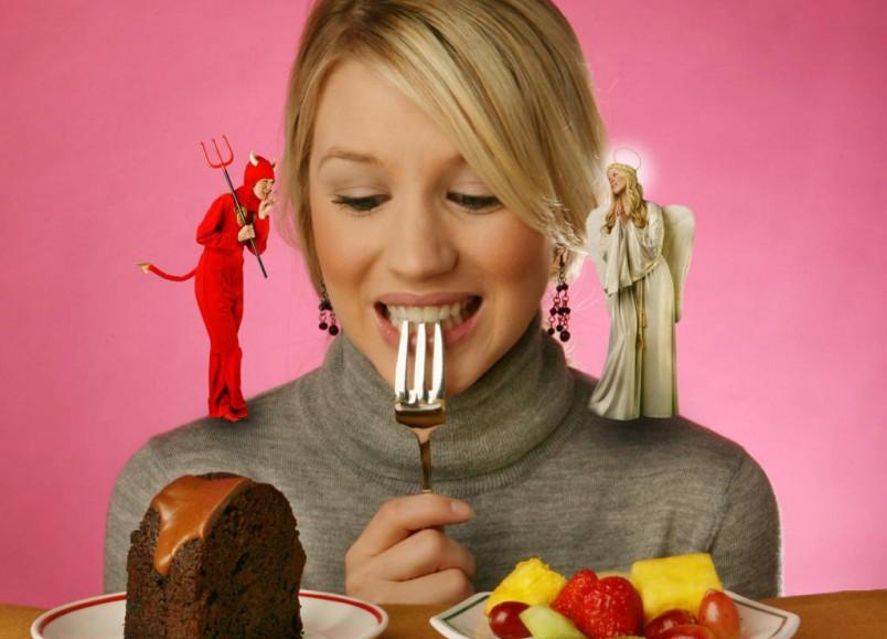 Начните процесс похудения постепенно. Не рекомендуется отказываться от сладостей сразу, количество углеводов можно уменьшать с каждым днем.