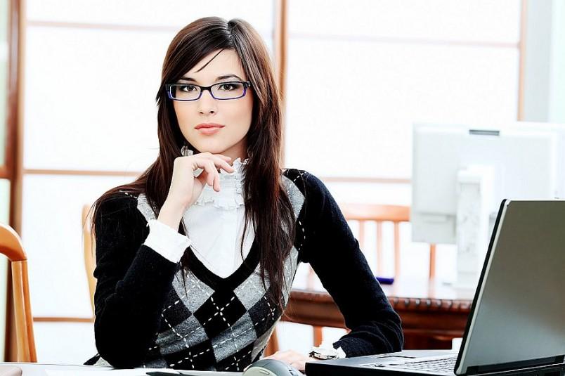 Для создания деловой обстановки в доме, одевайтесь каждый день в офисные наряды. Тогда работать станет продуктивнее.