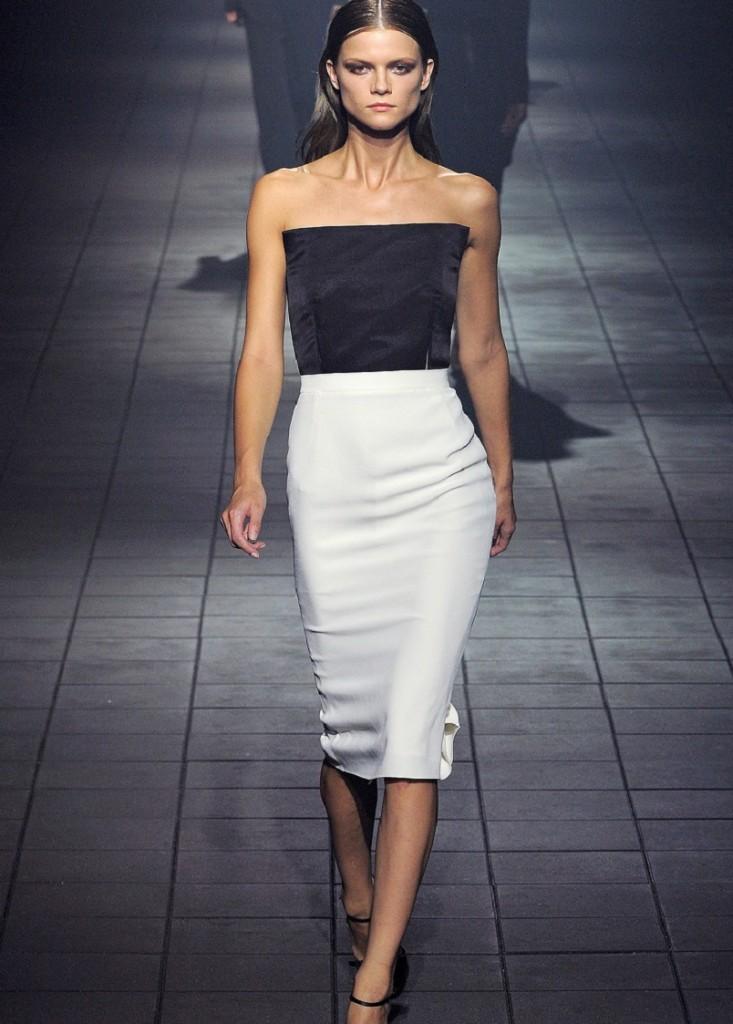 Юбка карандаш - универсальный предмет женского гардероба, который подойдет для любой фигуры и на все случаи жизни.
