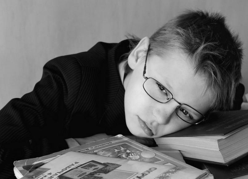 Как правило, дети страдающие синдромом дефицита внимания часто отстают в учебе и различных достижениях.