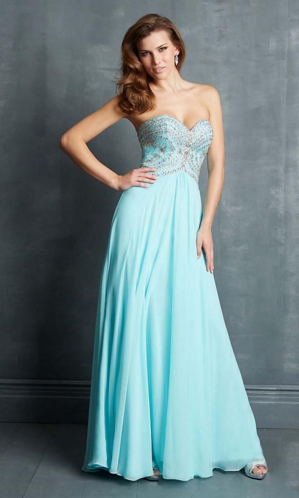 Платья в светло-голубых тонах отлично подходят для свадеб.