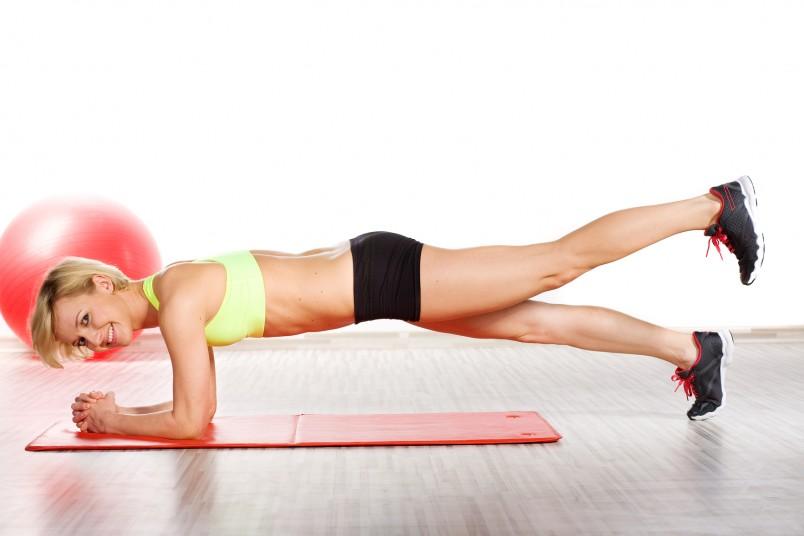 Если вы хотите подтянутый и стройный животик, чередуйте кардионагрузки с силовыми упражнениями.