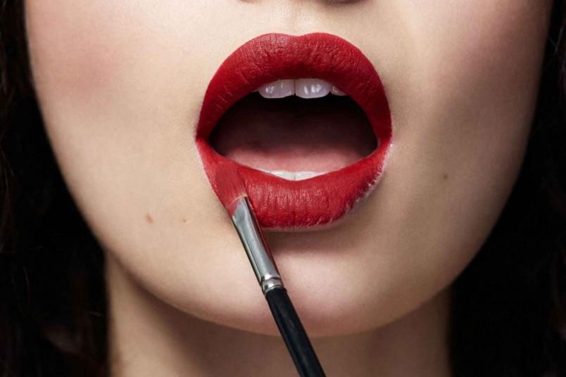 Красный цвет идет абсолютно всем девушкам. Найдите свой оттенок, который будет добавлять в ваш образ нотку дерзости и сексуальности.