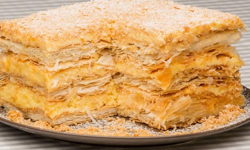 """Рецептов приготовления торта наполеон достаточно много, выберите именно """"свой"""" рецепт, которым вы будете радовать себя и своих близких."""