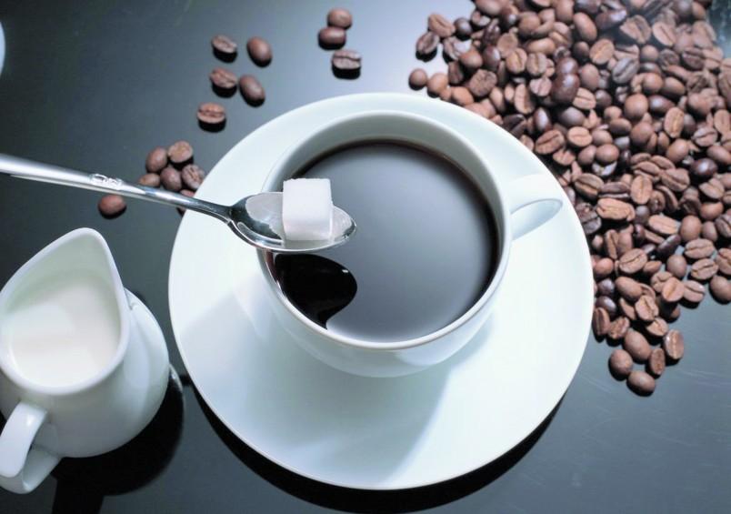 Чай и кофе пагубно влияют на уровень гемоглобина в крови.  Рекомендуется уменьшить употребления этих напитков, или же полностью его исключить.