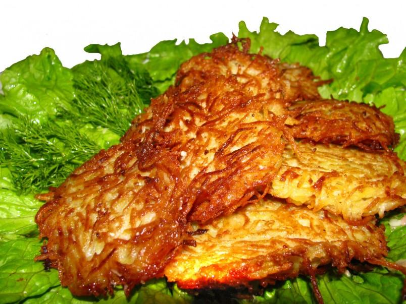 Существует огромное количество рецептов драников из картофеля, выберите именно свой рецепт.