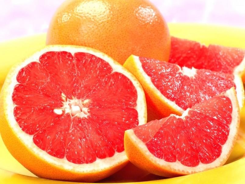 Овощи и фрукты играют значительную роль в похудении, они насыщенны полезными витамина и микроэлементами.