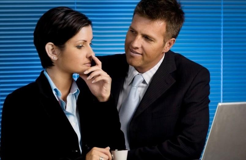 Возможно мужчина вашей жизни работает у вас в офисе. Будьте повнимательней и присмотритесь получше.