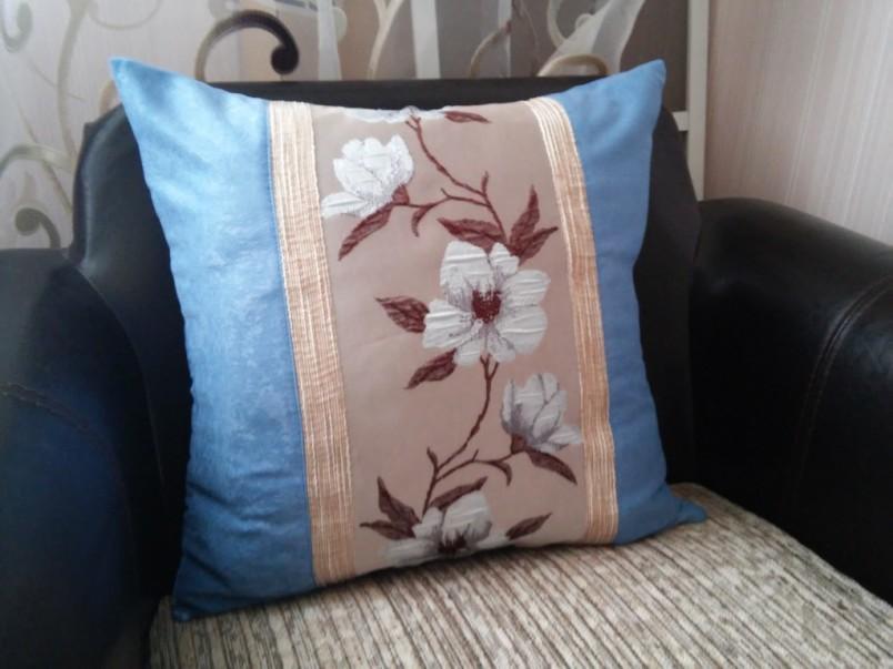 Наволочку для подушки можно создать своими руками. Для этого вам понадобится ткань, краски и немного времени.