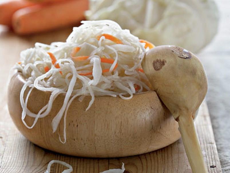 Попробовав квашенную капусту однажды, вы больше не сможете отказаться от ее чудесного вкуса.