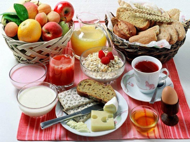 Для крепкого здоровья рекомендуется употреблять нежирную и полезную пищу.