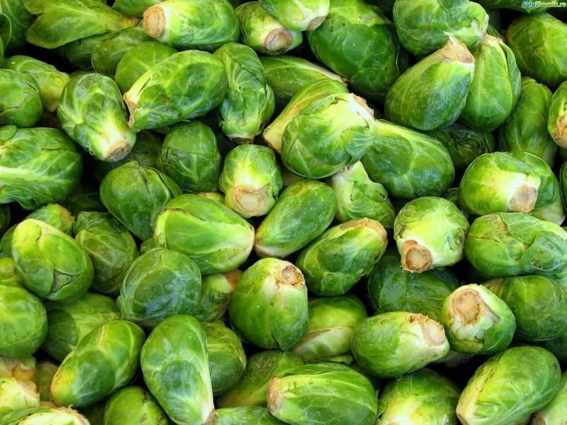 Если вы хотите увеличить молочные железы, употребляйте в пищу капусту. Она обладает увеличительными свойствами.