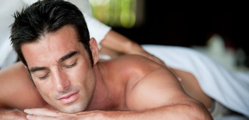 Подарите своему любимому на годовщину расслабляющий массаж.