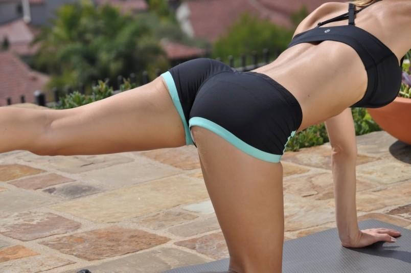 Не забывайте, что вы должны прокачивать не только ягодичные мышцы, но и все остальные части вашего тела. Занимайтесь спортом и ваше тело будет всегда привлекательным и подтянутым.