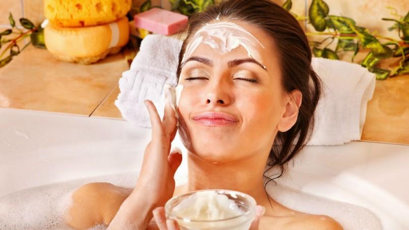 После сорока лет появляются глубокие морщины, именно поэтому рекомендуется использовать маски с использованием крахмала.