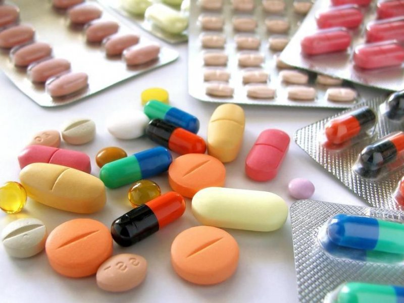 При лечении фурункула используйте мази в состав которых входят антибиотики.