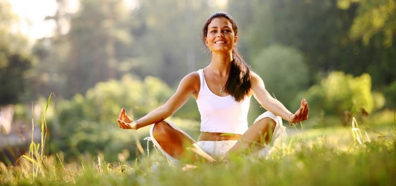 Рекомендуется заняться любимым хобби. Гуляйте, медитируйте, смотрите любимые фильмы, это поможет отвлечься от грустных мыслей и отдохнуть душой.